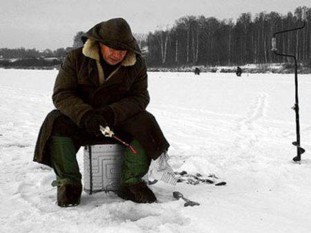 Рыбаки на кубке города по ловле со льда