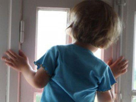 Ребёнок упал с окна в Татарстане