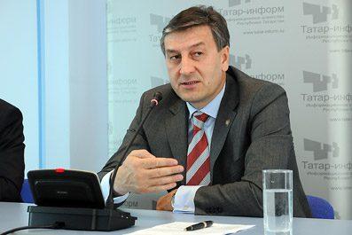 Министр здравоохранения А. Фаррахов поздравил медицинских работников