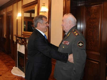 Махмута Гореева с юбилеем поздравил Рустам Минниханов
