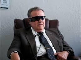Медики одобрили очки-импланты для слепых